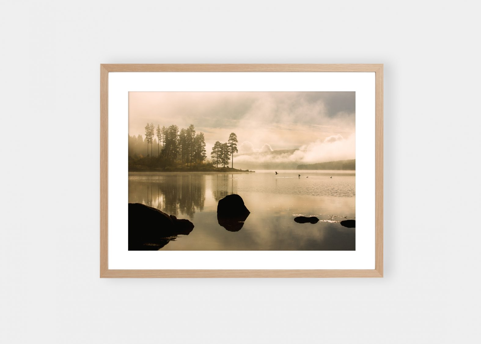 Break at The Lake | Kjøp Fine Art fotokunst på nett | Stian Gregersen
